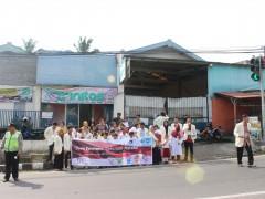 Aksi bagi bunga oleh siswa SLB Negeri Salatiga dalam peringatan hari Down Syndrome